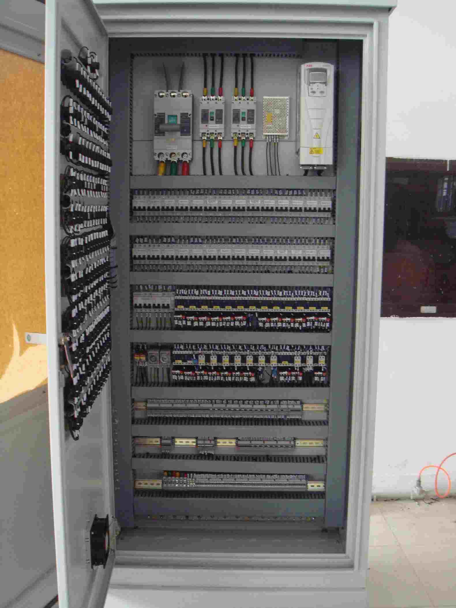 PLC控制柜内主要有哪些元件