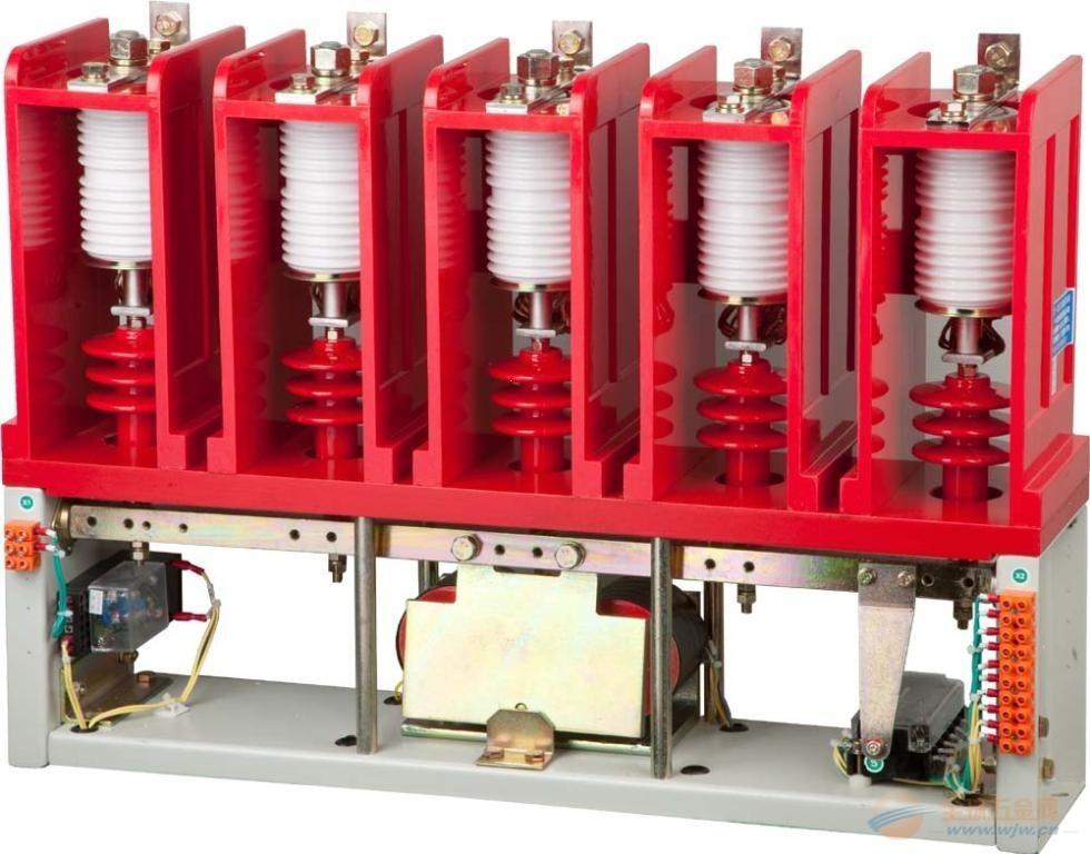 真空接触器利用真空灭弧室灭弧,用以频繁接通和切断正常工作电流,通常用于远距离接通和断开中、低压频繁起停的6kV、380V(660V、1140V)交流电动机。 低压真空交流接触器广泛适用于,煤矿,电力,冶金,纺织。高层建筑等各种行业部门。 低压真空交流接触器适用于交流:50HZ.额定电压:1140V,额定电流63至630A的馈电网络,供远距离接通和分断电路,以及频繁起动和停止交流电动机之用。特别适宜与各种保护装置配合组装成隔爆型电磁起动器。  真空接触器组成 真空接触器主要由真空灭弧室和操作机构组成。真空灭